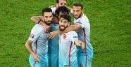 Milli takımda bazı yıldız futbolcular aldıkları primleri bağışlıyor