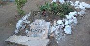 Çok severdik ama mezarı böyle kalmış