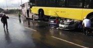 Yolcu şoföre şemsiye ile vurdu Metrobüs kaza yaptı