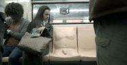 """Toplu taşımadaki tacizlere """"penisli koltukla"""" dikkat çektiler"""