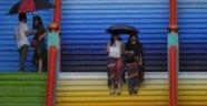 Akıl almaz ceza! Malezya'da iki eşcinsel kadın herkesin içinde...