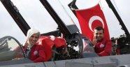 Sümeyye Erdoğan savaş uçağında
