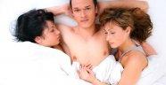 Evli çiftin fantezi gecesinde silahlar çekildi! Eşi yatakta 2. kadını görünce…