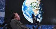 Hawking: Uzaylılar bizi bakteri olarak görebilir