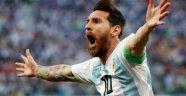 Messi ve arkadaşları son anda kurtuldu