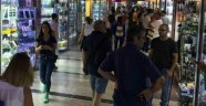 Sirkeci'de iPhone 8 hareketliliği