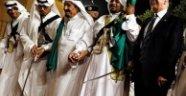 Suudiler Trump'ı 110 milyar dolara oynattı