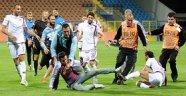 Yine Hakeme saldırı Tolga Özkalfa'ya saldırı VİDEO