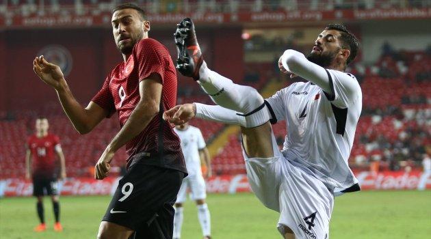Türkiye 10 kişi kalan Arnavutluk mili takımına 3-2 yenildi