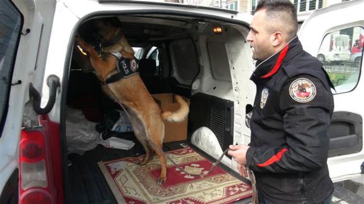 İstanbul'da polis denetimi... Araçlar durduruldu, didik didik arandı