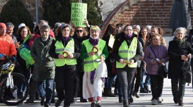 Üç kadın Ankara'ya yürüyor: İstismara, hayvan tecavüzlerine, doğa katliamlarına hayır!