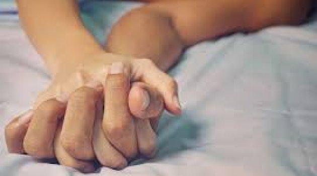 Ünlüler cinsel ilişki peşinde koşuyor