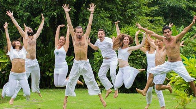 Yoga okulunu cinsel ilişki için kurmuşlar!