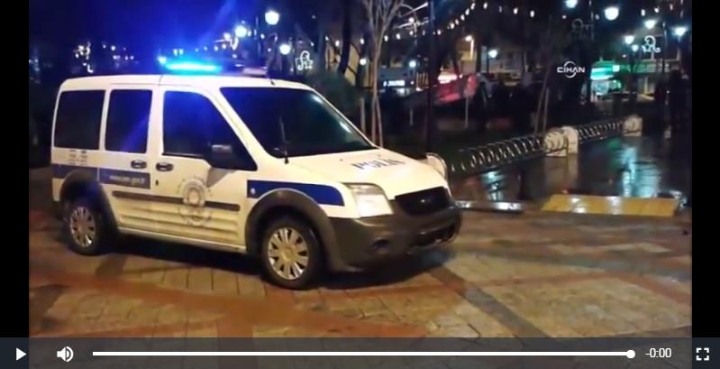 POLİS ARABASİ HİDROLİK DEMİRLERE ÇARPTI!