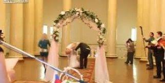 Düğünde çırılçıplak kalan rus gelin
